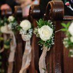 L'allestimento della chiesa per il matrimonio
